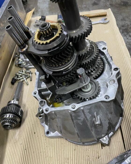 JB23 インプットシャフトからオイル漏れ修理!